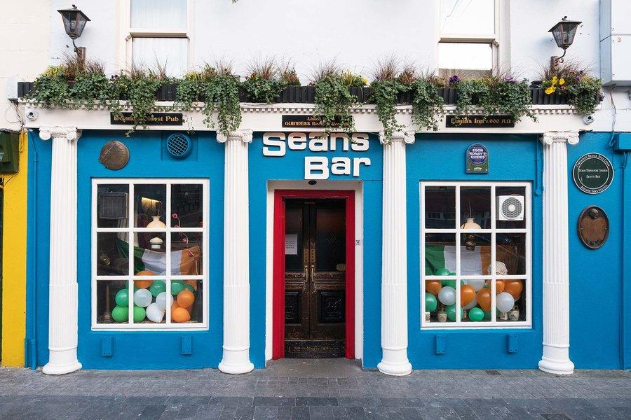 Seans Bar. Image courtesy of remizov via Shutterstock
